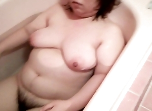 cute milf encircling bathtub2