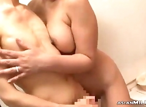Super Milf Sucking Youthful Sponger Wanking His Cock Cum To Interior Further down Rub-down the Shower