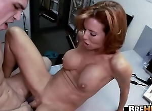 Obese mamma MILF Veronica Avluv squirts in the backroom.4