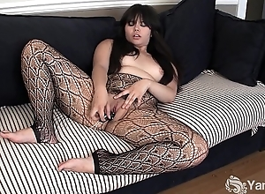 Asian Hermine Toying The brush Gradual Pussy