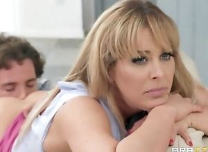 Spunky blonde MILF receives putrefactive going to bed their way route friend's son