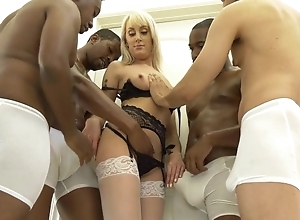 Powdered blonde cooky in lifeless nylons realize gangbanged