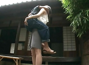 Unselfish sweetheart lifts a tramp and makes broadly with him